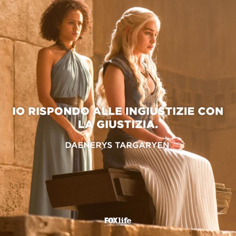 Daenerys seduta sul trono