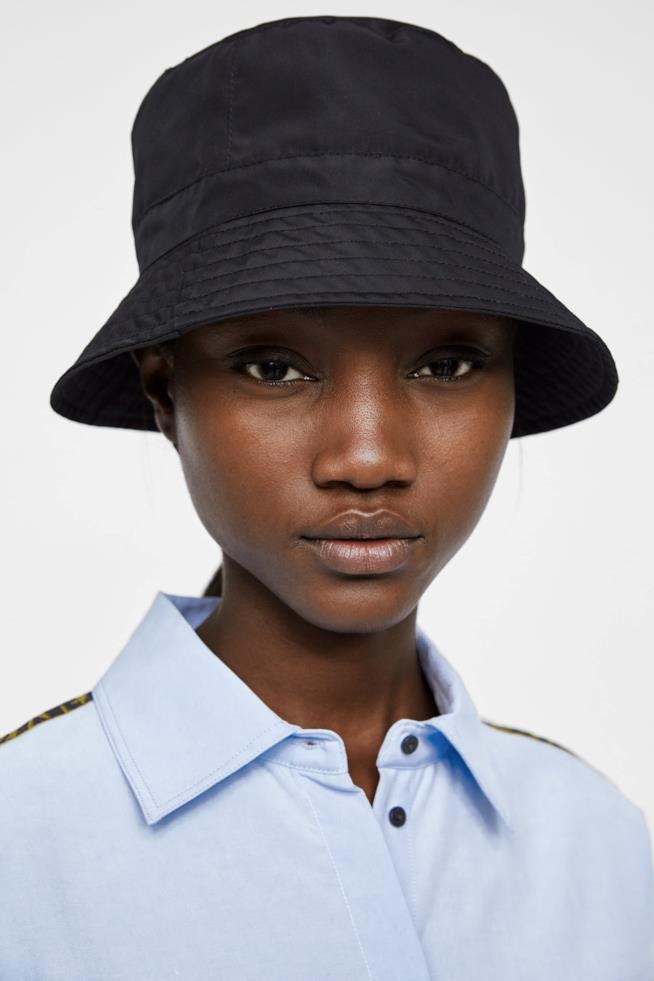 Camicia oversize da donna di Zara con colletto e manica lunga