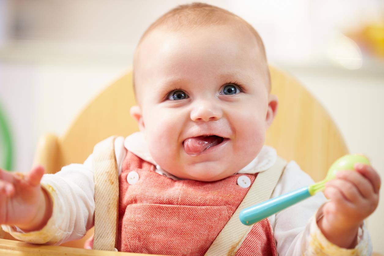 70bcbb6b7f Nell'introduzione dei primi cibi solidi, ci sono due strade possibili. Lo  svezzamento tradizionale che, salvo diverse indicazioni del pediatra, ...