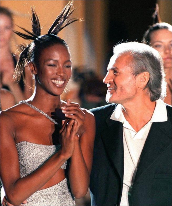 Naomi Campbell e Gianni Versace