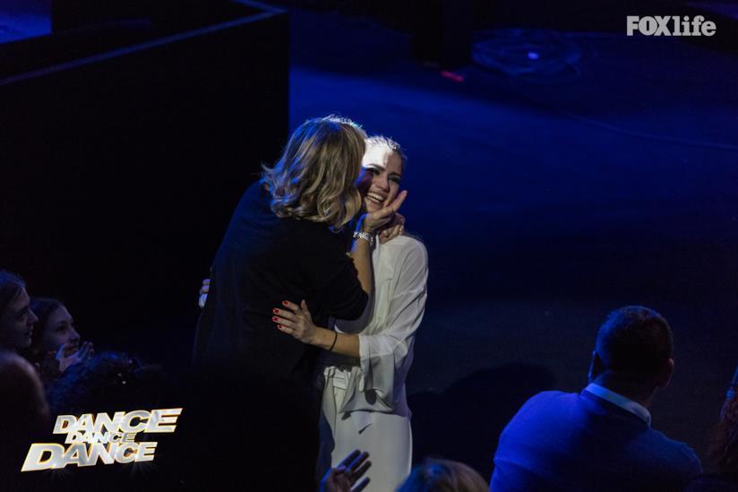 Cristina Marino abbraccia la madre