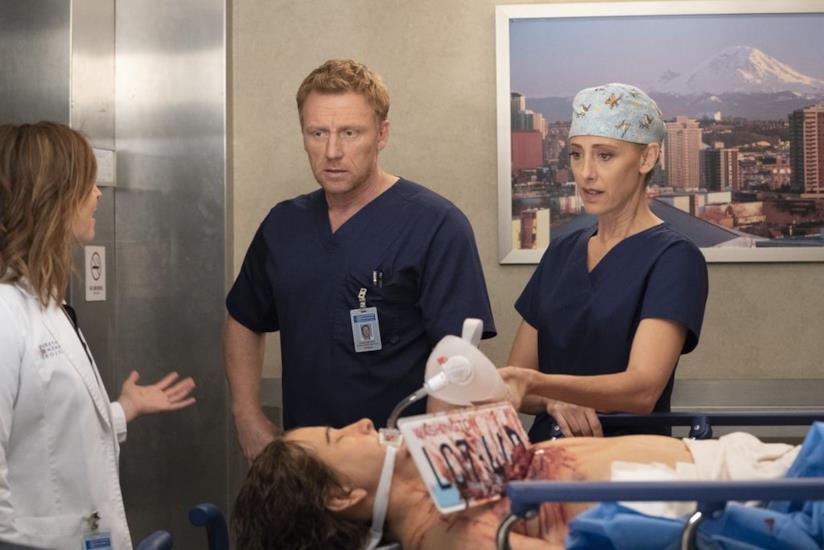 Una scena con Amelia, Owen e Teddy in Grey's Anatomy 15