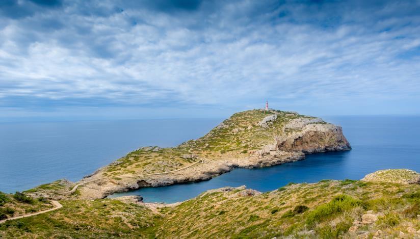 Un promontorio dell'Isola di Cabrera in Spagna.