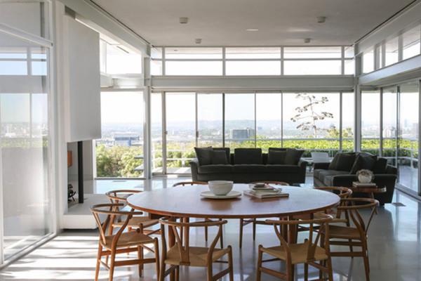 La zona giorno della casa di Rooney Mara con l'open space