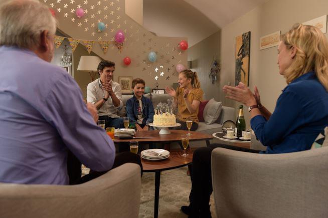Una scena dell'episodio 1 della prima stagione di Family Business