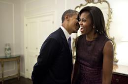 Barak e Michelle Obama ritratti in un momento di ilarità