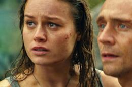 Brie Larson e Tom Hiddleston in una scena di Kong: Skull Island