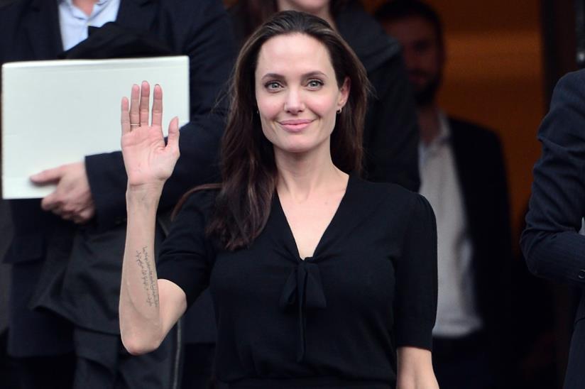Angelina Jolie in conferenza stampa al campo profughi di Al-Azraq in Giordania