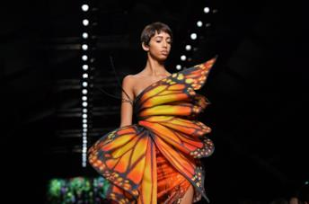 Il vestito a farfalla di Jeremy Scott per Moschino