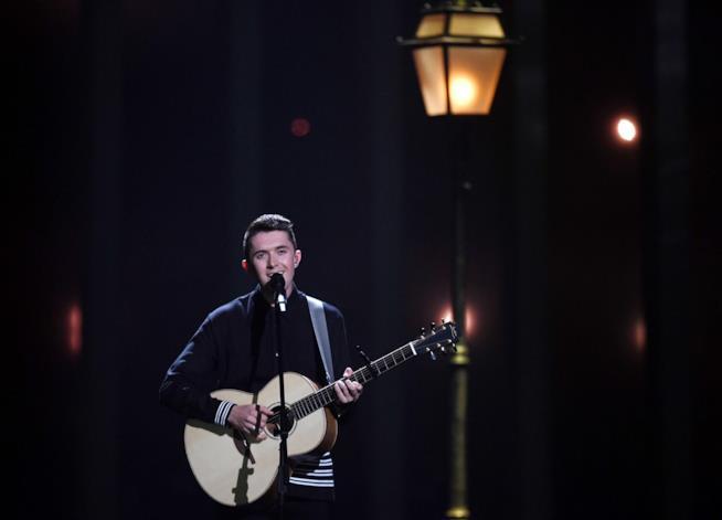 Ryan O'Shaughnessy durante la sua esibizione all'Eurovision Song Contest