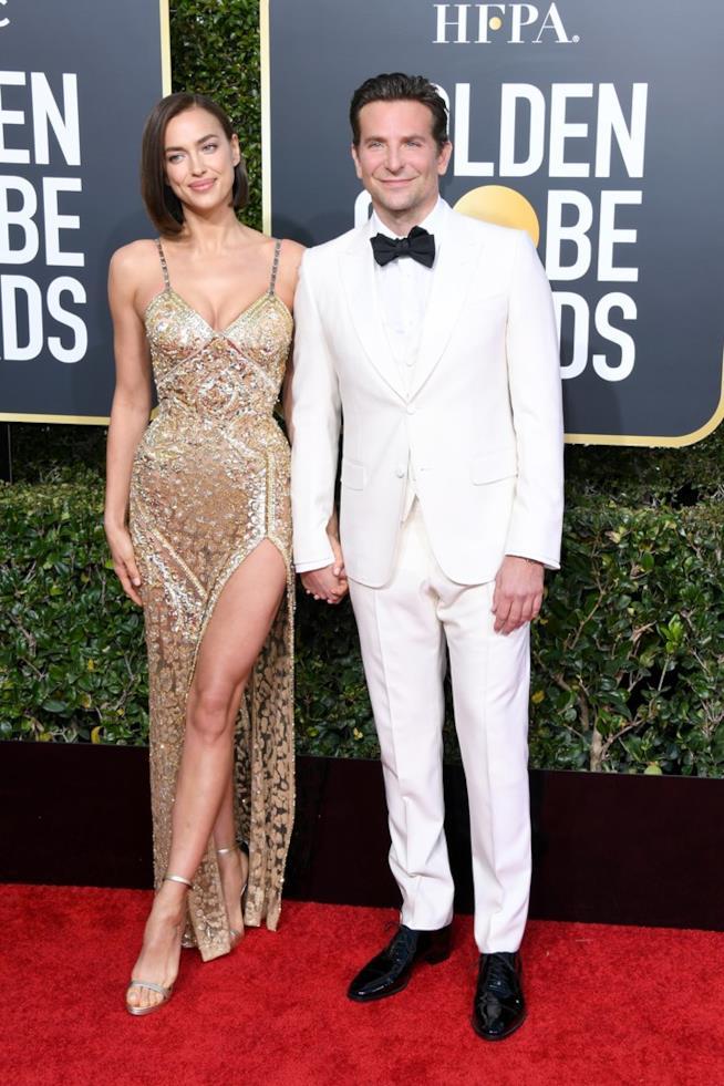 Irina Shayk e il fidanzato Bradley Cooper ai Golden Globes 2019