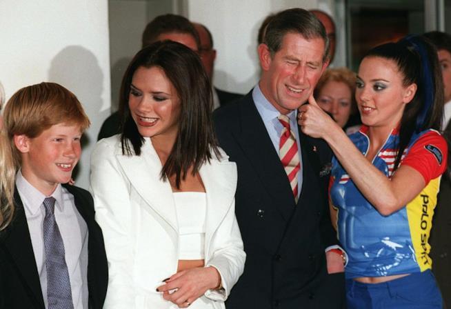 Victoria Beckham e Mel C con il Principe Carlo e il Principe Harry