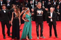 Luciano Silighini Garagnani con la sua t-shirt pro Weinstein