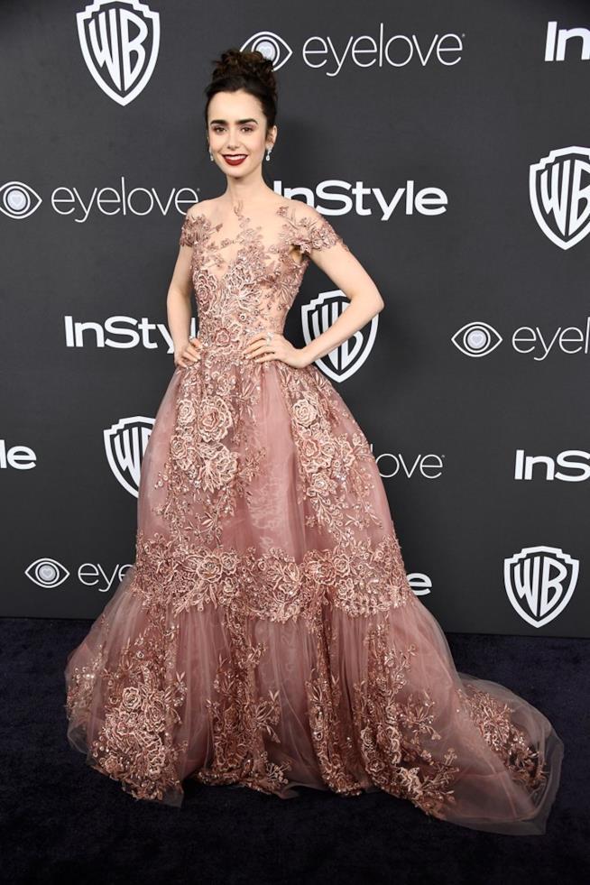 L'abito di Lily Collins ai Golden Globe