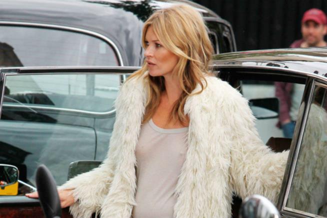 Kate Moss senza reggiseno