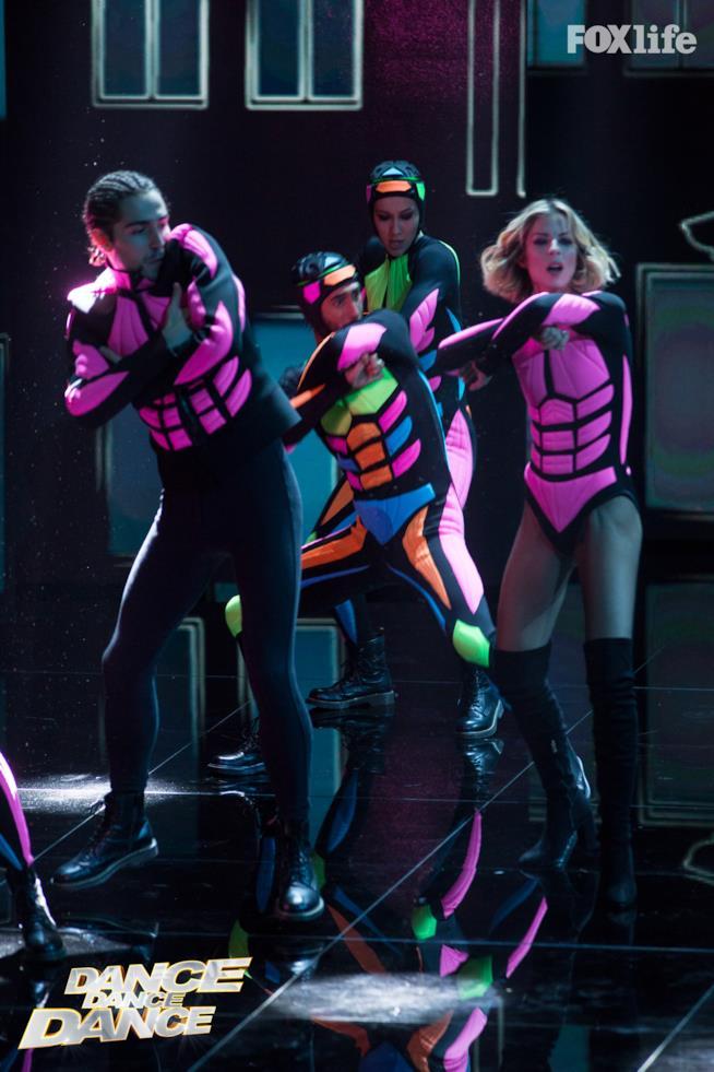 Roberta e Tommaso, esibizione di gruppo del settimo serale di Dance Dance Dance 2