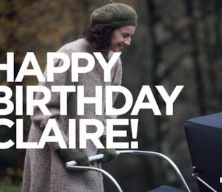 Claire con la carrozzina che sorride