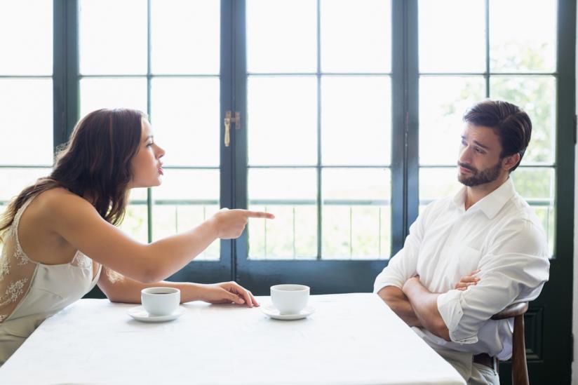 Coppia discute a tavola