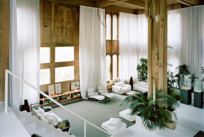 L'interno dello spazio living nella residenza di Ricardo Bofill