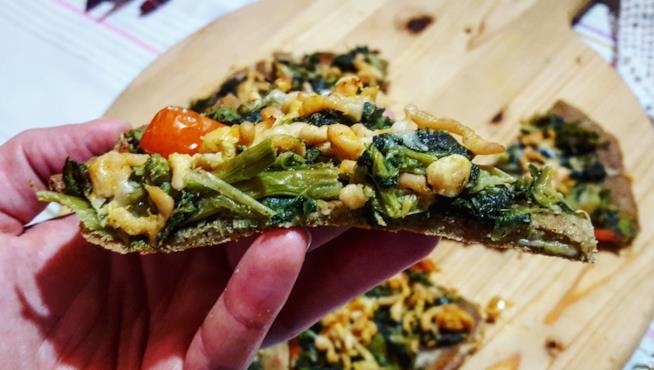 Spicchio di focaccia con verdure
