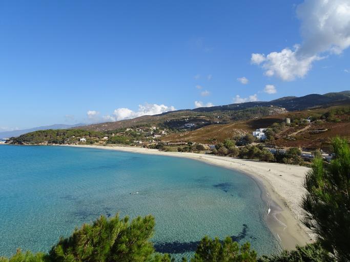 Una spiaggia di Ikaria vista dall'alto.