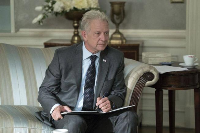 Jeff Perry interpreta Cyrus Beene in una scena di Scandal