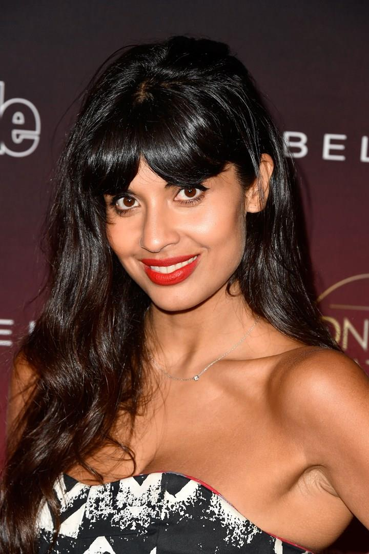 Jameela Jamil in primo piano