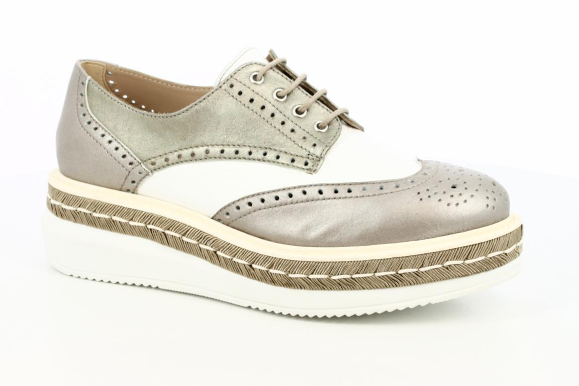 cbc788ba14 Peperosa propone per l'estate delle sneakers in stile inglese