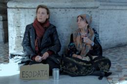Daniela Poggi è Francesca un'esodata che conosce per la prima volta la povertà