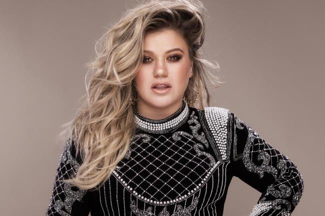 Kelly Clarkson pubblica il nuovo album Meaning Of Life
