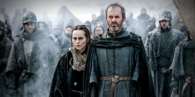 Una scena di Game of Thrones con Stannis Baratheon