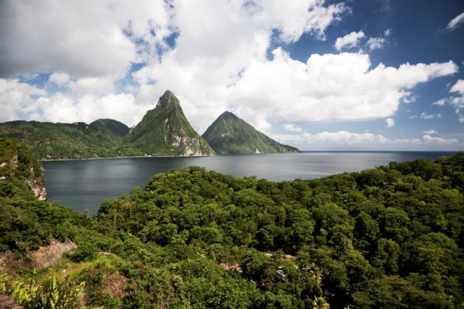 Caraibi, i monti Piton sull'isola di St.Lucia