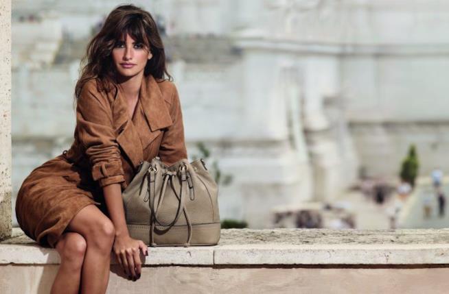 Penelope Cruz a Roma con una della sue borse