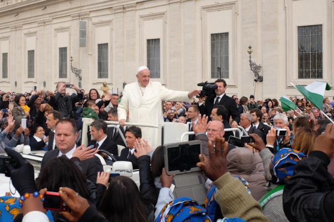 Papa Francesco tra le persone