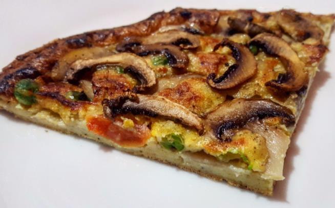 Spicchio di pizza con funghi