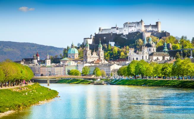 Il centro di Salisburgo con in primo piano il fiume