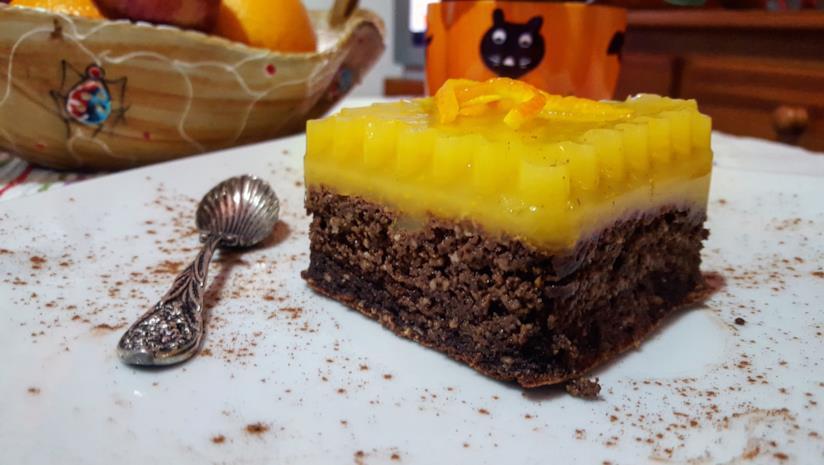 Dolce con cioccolato e crema gialla