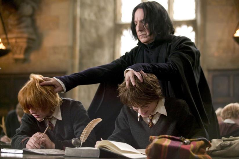 Daniel Radcliffe, Rupert Grint e Alan Rickman in un film di Harry Potter