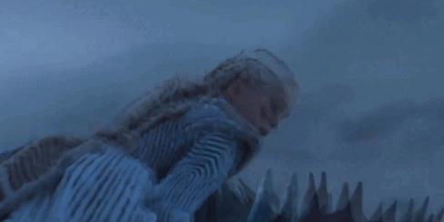 Daenerys oltre la Barriera con Drogon