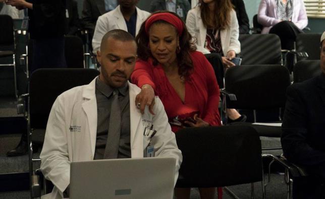 Debbie Allen è Catherine Avery in Grey's Anatomy 15