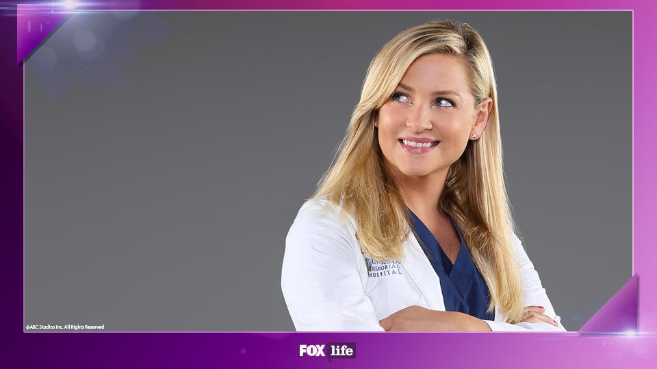 Jessica Capshaw fece il provino anche per interpretare l'infermiera Rose e Sadie l'amica di Meredith.