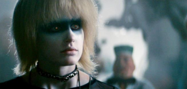 La replicante ribelle del film Blade Runner chiamata Pris Stratton