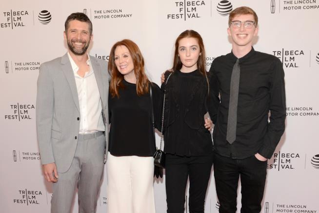Julianne Moore con il marito e i figli