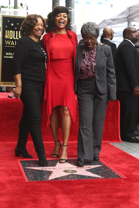 Taraji P. Henson con la madre e la nonna sulla Walk of fame