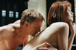James Bond, simbolo di successo con le donne, adora i complimenti femminili