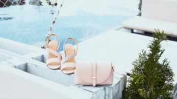 Sandali e borsa rosa per un'estate fashion