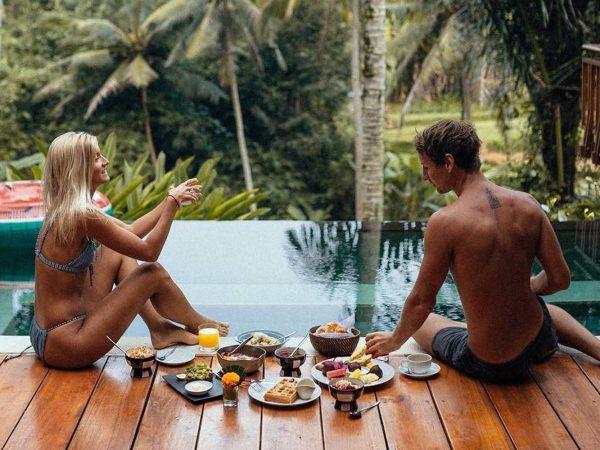 Lauren Bullen e Jack Morris nella loro casa a Bali