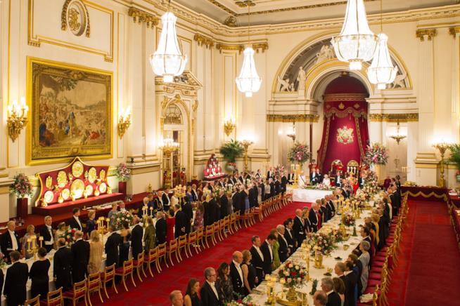 Un'immagine della cena al banchetto di Buckingham Palace