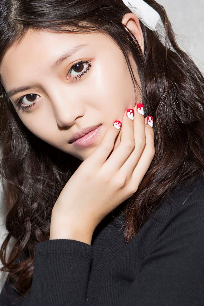 Nail art su unghie rosse
