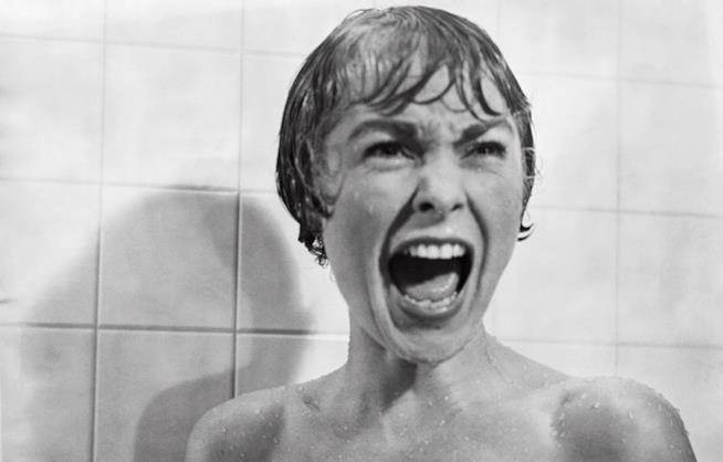 Janet Leigh nella celebre scena della doccia in Psycho